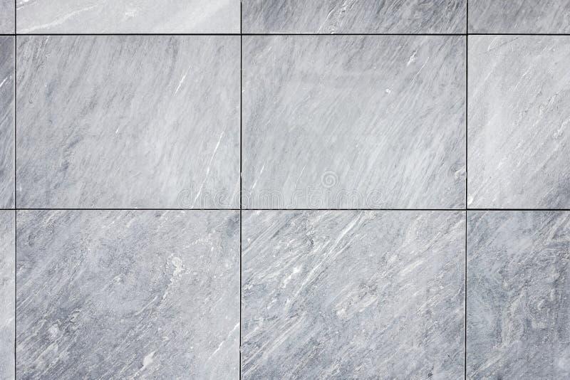 Deckt Grau - Naturstein, Wand/Boden/Fassade Mit Ziegeln Stockbild