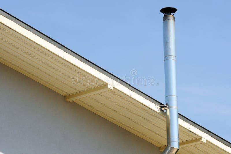 Deckungs-Bau einzelnes Heizsystem Koaxialrohr-Heizsystem-Haus-Koaxialkamin-Rohr lizenzfreies stockfoto