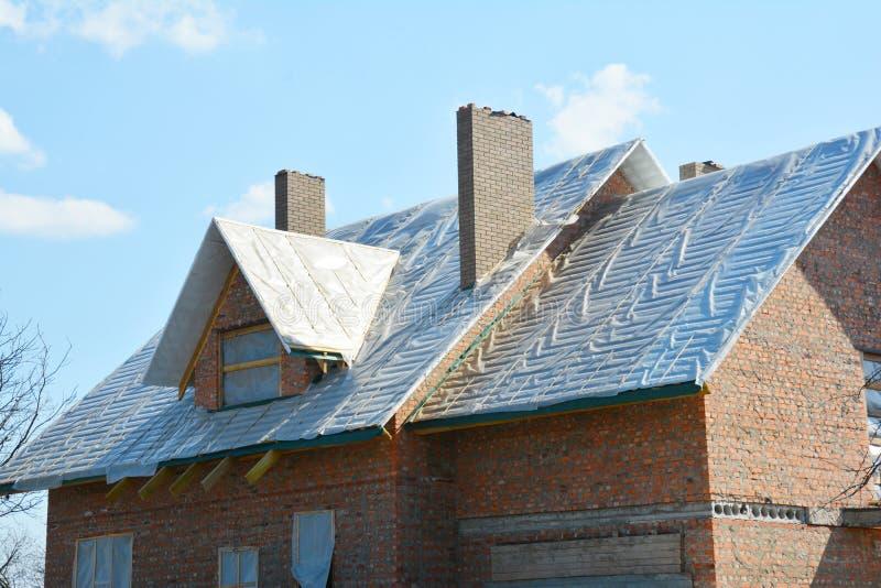 Deckungsmaterial wasserdicht für Wärmedämmung und Imprägnierungs, warme Dachkonstruktion und Imprägnierungsmembran des Dachs stockfotos