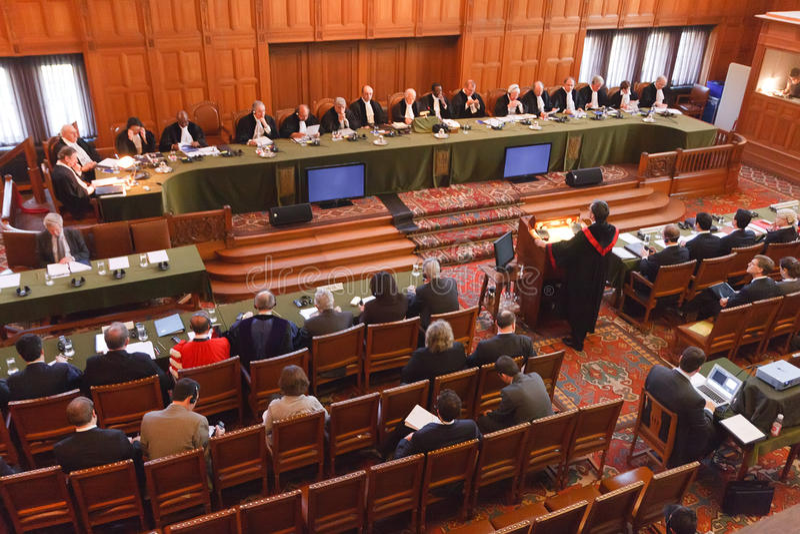 Declaração judicial internacional grande salão de justiça fotografia de stock