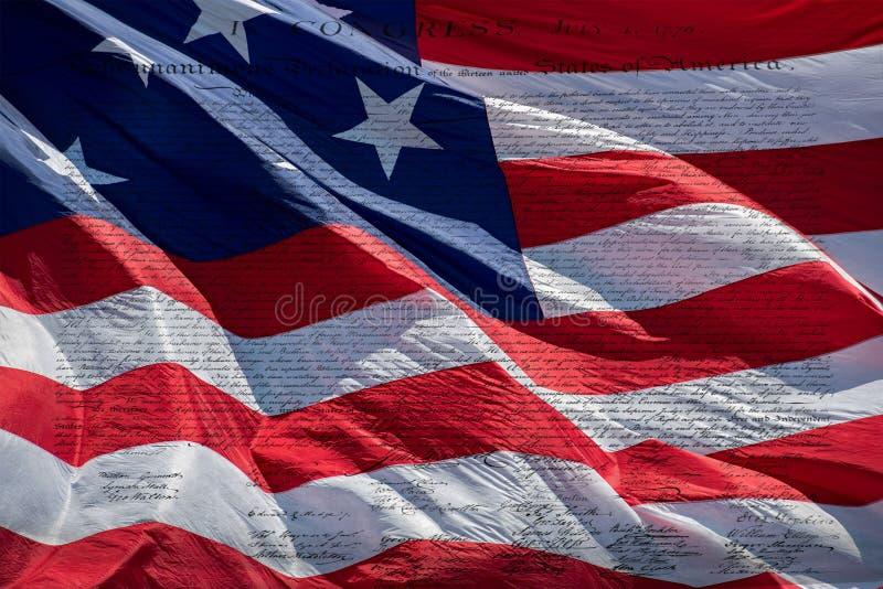 Declaración de Independencia 4 de julio de 1776 en bandera de los E.E.U.U. fotos de archivo
