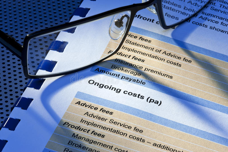 Declaración de los costes de las tarifas de servicio de gestión imagenes de archivo