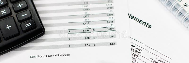 Declaración de renta con la lista del detalle, concepto de contabilidad para la pequeña empresa foto de archivo libre de regalías