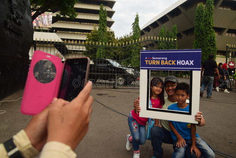 Declaration of Anti-Hoax. A number of citizens and communities signed and making selfies for anti news hoax Area CFD Jalan Pahlawan Semarang Sunday, January 7 stock photography