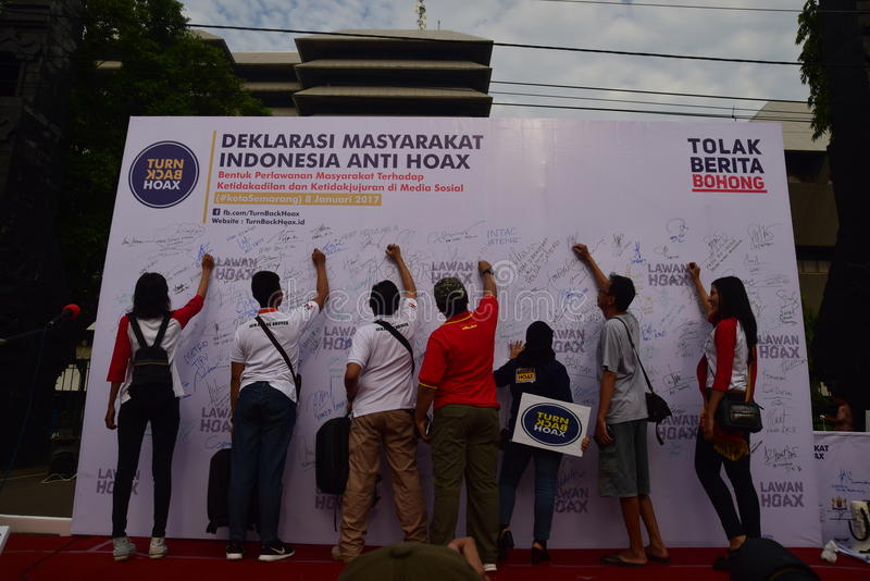 Declaration of Anti-Hoax. A number of citizens and communities signed and making selfies for anti news hoax Area CFD Jalan Pahlawan Semarang Sunday, January 7 stock photos