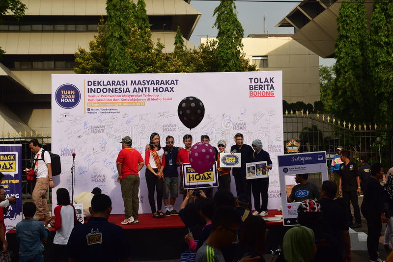 Declaration of Anti-Hoax. A number of citizens and communities signed and making selfies for anti news hoax Area CFD Jalan Pahlawan Semarang Sunday, January 7 stock image