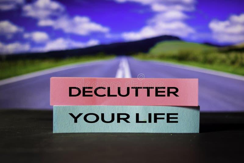 Declutter Uw Leven op de kleverige nota's met bokehachtergrond stock fotografie