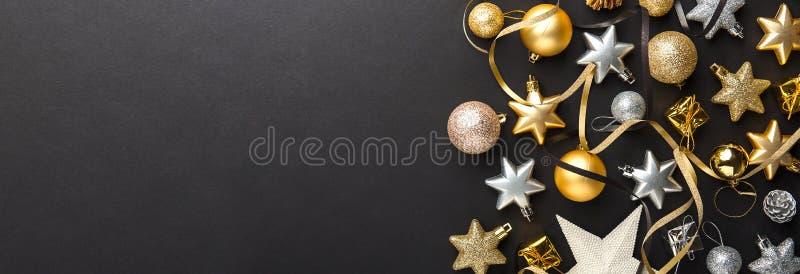 Deco argenté d'or de Noël sur le noir photographie stock libre de droits