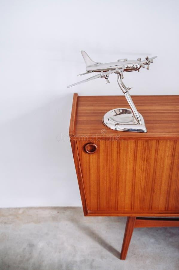 Deco de madeira do armário do vintage retro bonito da mobília da cor dos músculos imagem de stock royalty free