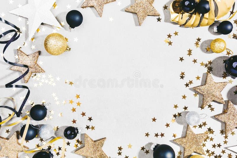 Deco de prata dourado do Natal no cinza fotografia de stock royalty free