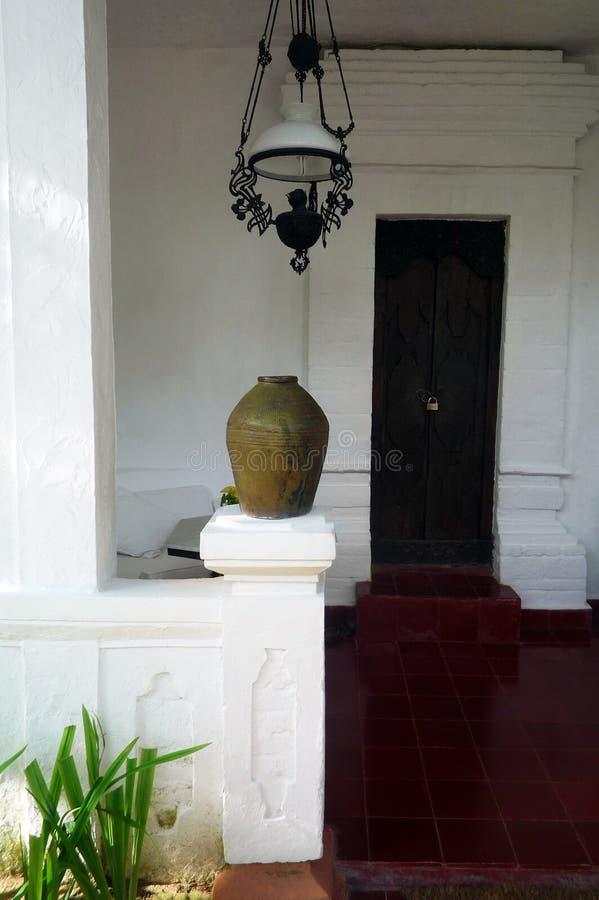 Deco för farstubro för Bali stilhus arkivbild