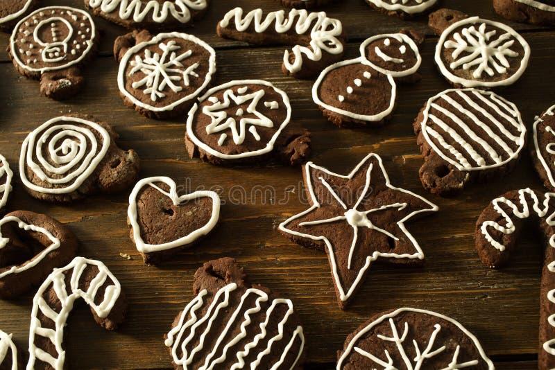Deco fait maison traditionnel de biscuits de gingembre et de chocolat de Noël image libre de droits