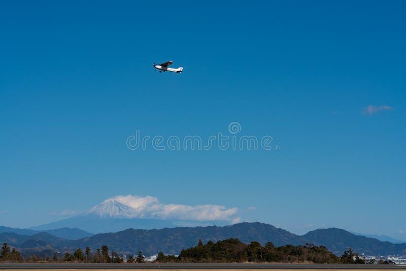 Decolagem do SP de Cessna 172S Skyhawk imagens de stock royalty free