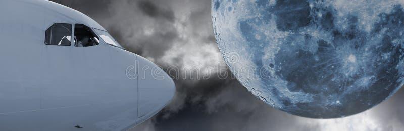 Decollo aspettante pilota, luna surreale nel fondo fotografie stock libere da diritti