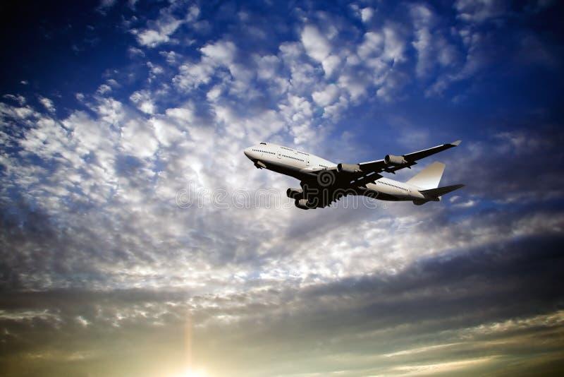 Decollo dell'aereo di linea immagine stock libera da diritti