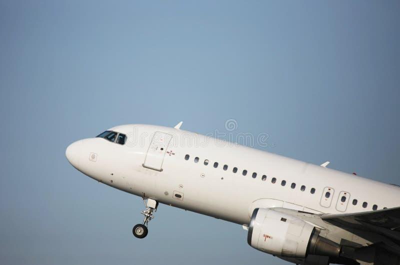 Decollo dell'aereo di linea immagine stock