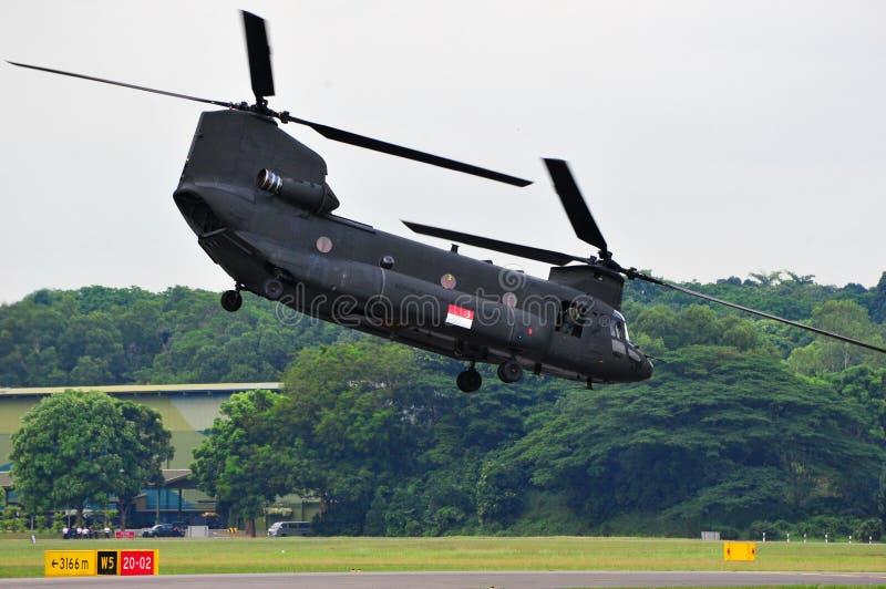 Decollo dell'elicottero del Chinook immagine stock