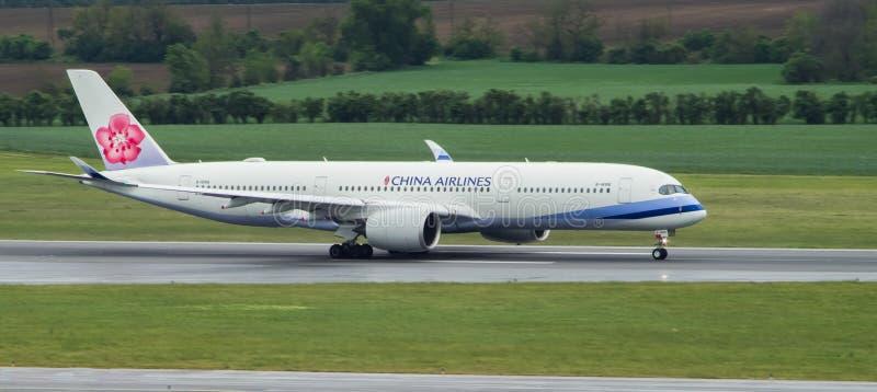 Decollo di Airbus A350 immagine stock libera da diritti