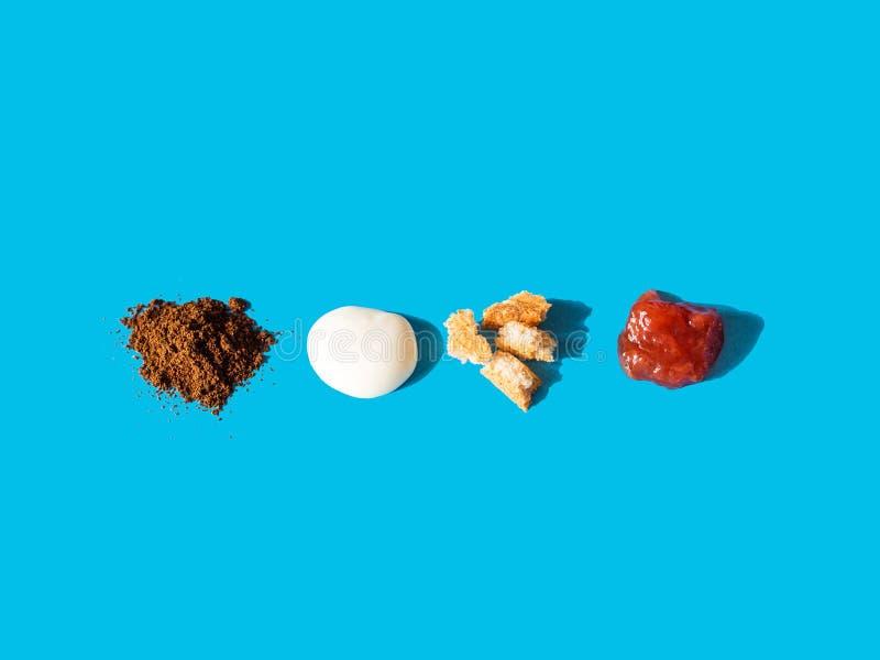 Deconstructed śniadanie na błękicie Karmowi elementy fotografia stock