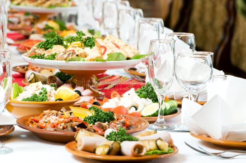 Decoração ajustada da tabela do alimento da restauração foto de stock royalty free
