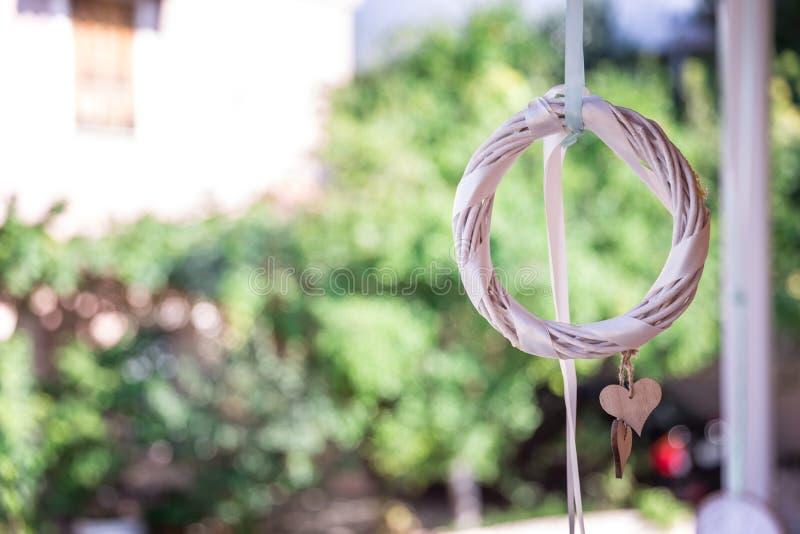 Decoração branca do casamento com coração foto de stock