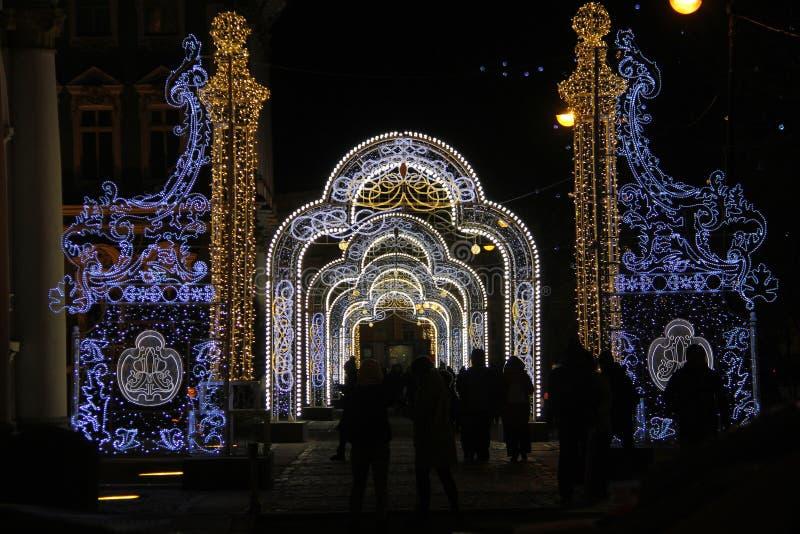 Decoração clara do Natal na rua fotos de stock royalty free