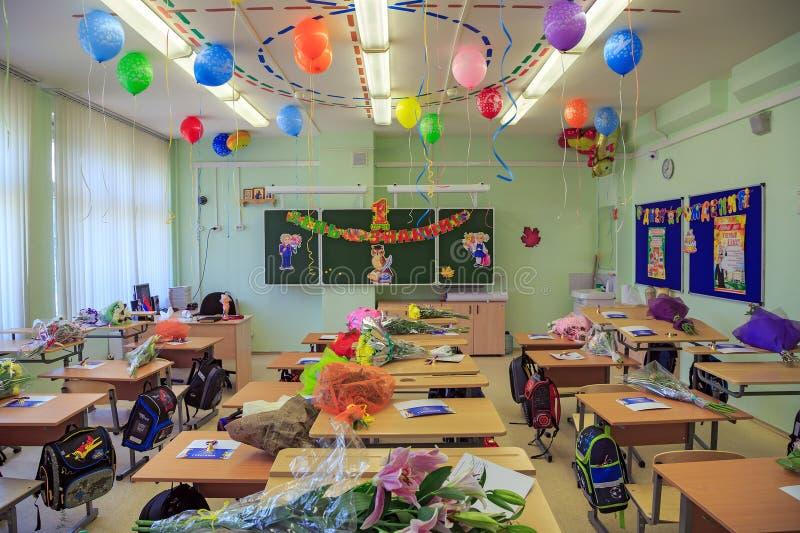 Decoração comemorativo da sala de aula, devotada ao começo do ano escolar novo na cidade Balashikha, Rússia foto de stock royalty free