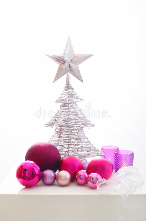 Decoração cor-de-rosa e de prata do Natal foto de stock