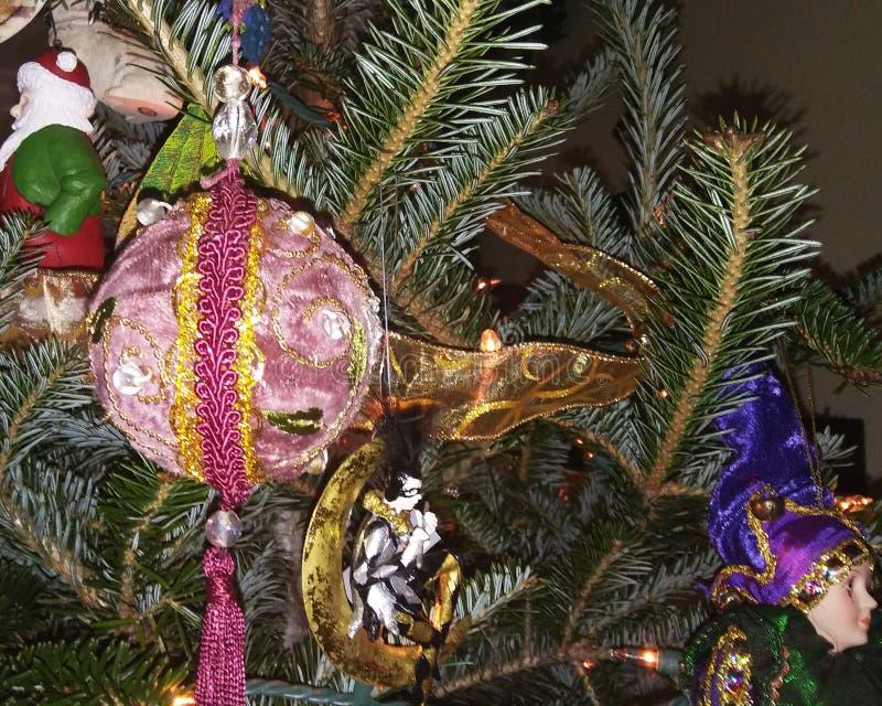 Decoração da árvore de Natal em Douglas Fir imagens de stock royalty free