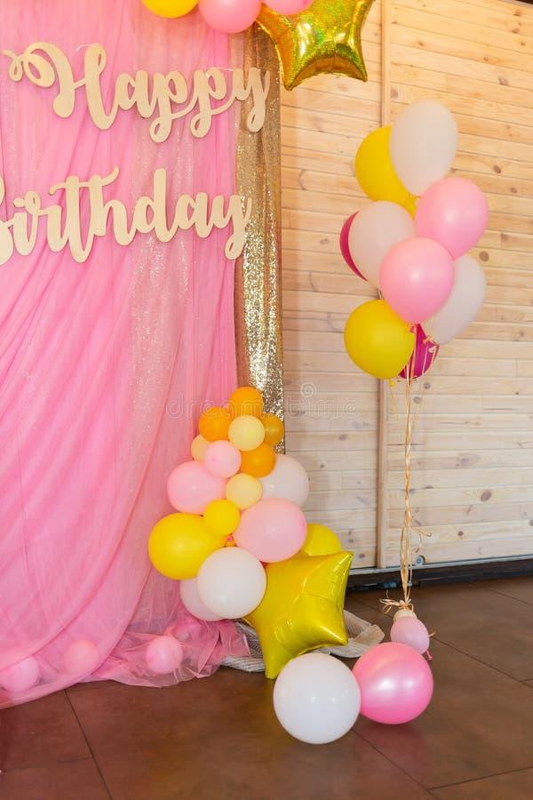 Decoração da festa de anos Balões brilhantes fotos de stock