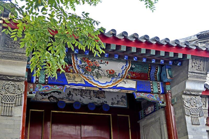 Decoração da porta da casa de Hutong do Pequim foto de stock