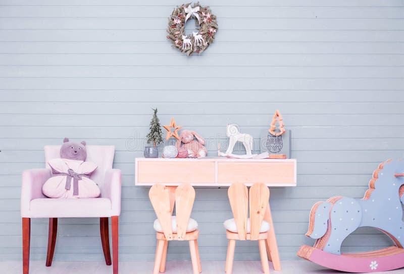 Decoração da sala de crianças no estilo de ano novo imagens de stock royalty free