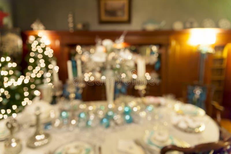 Decoração da tabela de jantar do feriado do Natal borrada imagem de stock royalty free