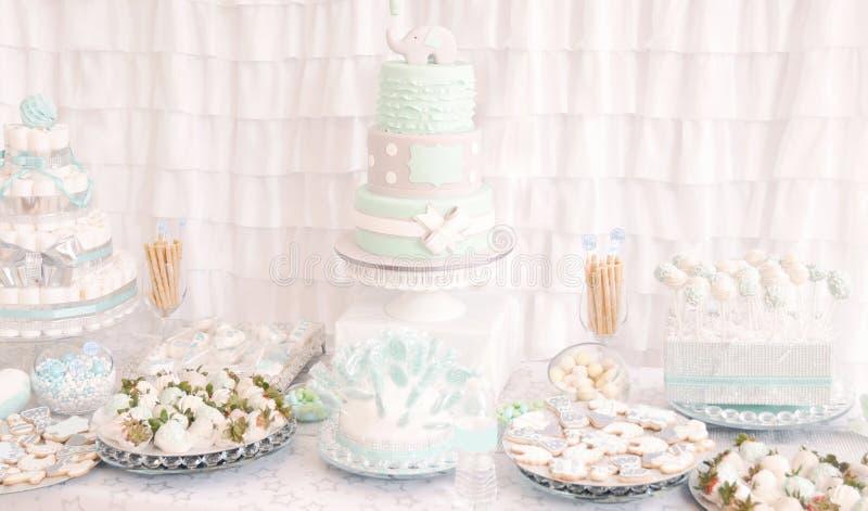Decora??o da tabela da sobremesa para um partido bonito da festa do beb? imagens de stock