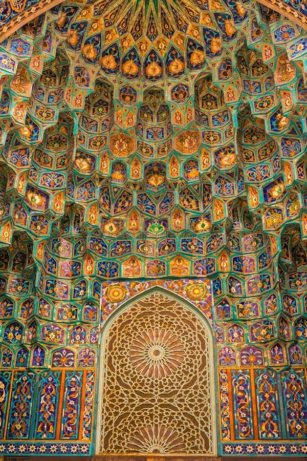 Decoração das portas da mesquita do cano principal de St Petersburg imagens de stock