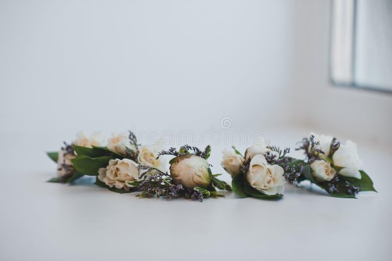 Decoração das rosas ao traje 3817 fotos de stock