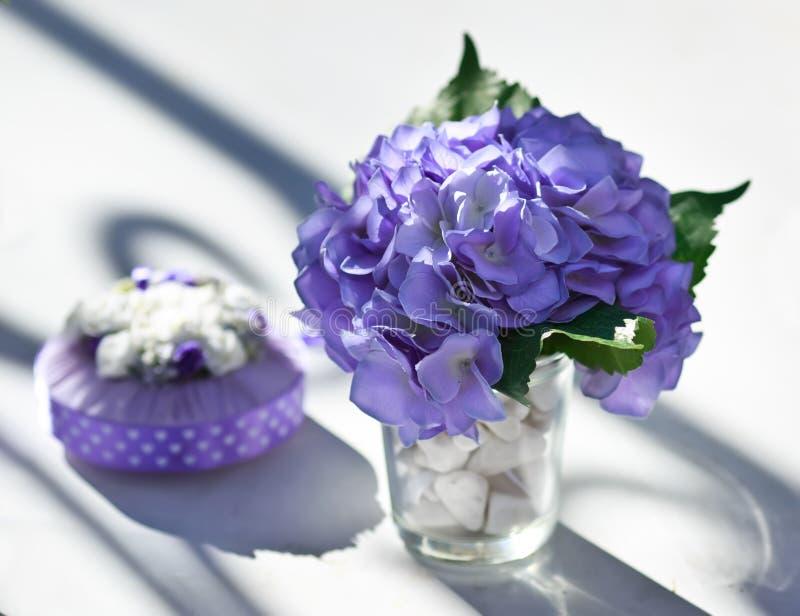 Decoração do casamento na tabela. fotos de stock royalty free