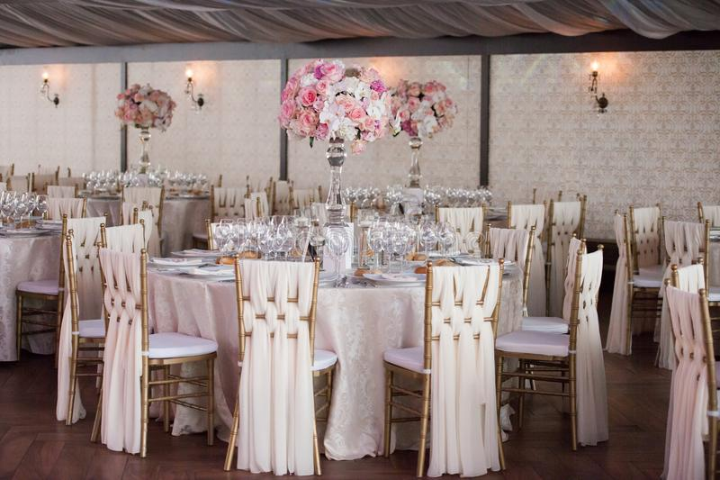 Decoração do casamento no restaurante fotos de stock royalty free