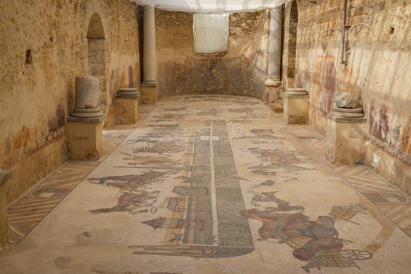 Decoração do mosaico das ruínas da casa de campo antiga Romana del Casale fotografia de stock royalty free