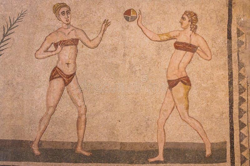 Decoração do mosaico das ruínas da casa de campo antiga Romana del Casale fotos de stock royalty free