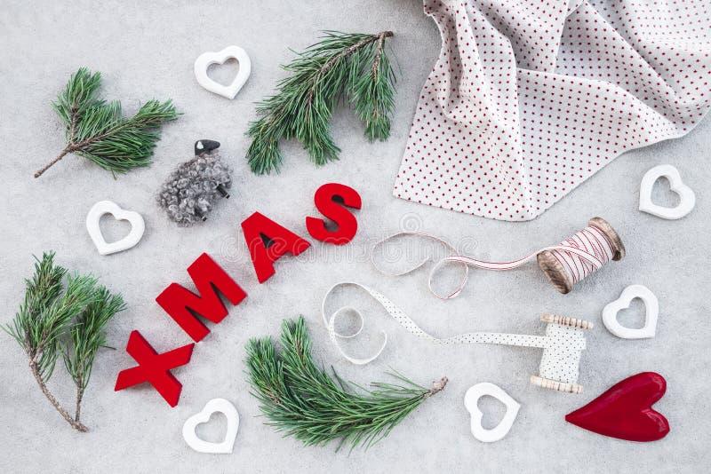 Decoração do Natal com elementos da natureza imagens de stock royalty free