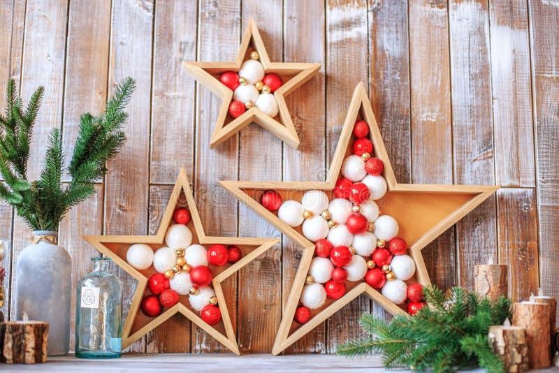 Decoração do Natal com estrelas e bolas Conceito do Natal feliz foto de stock royalty free