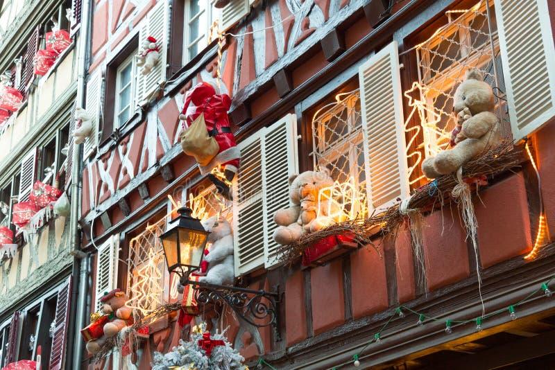 Decoração do Natal com o urso de peluche em Strasbourg imagens de stock royalty free