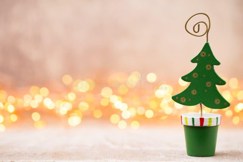 Decoração do Natal com os pontos claros e o bokeh do fundo fotografia de stock royalty free