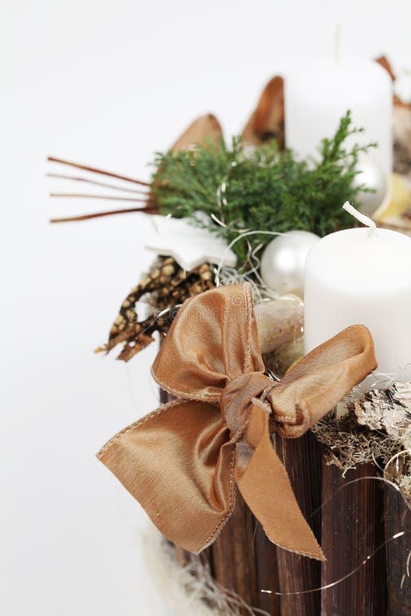 Decoração do Natal com velas brancas foto de stock