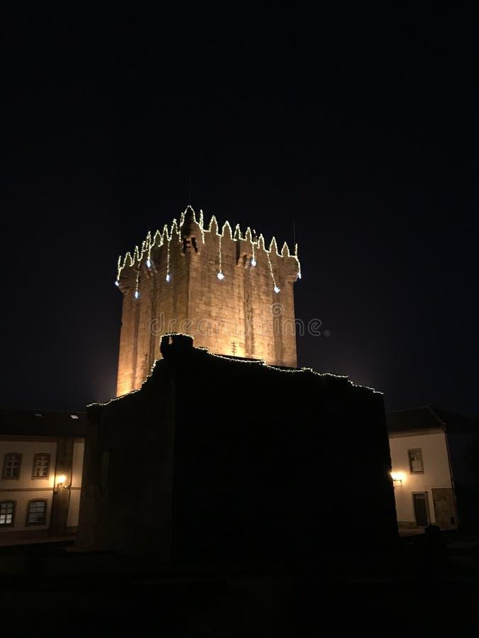 Decoração do Natal da torre do castelo de Chaves fotografia de stock