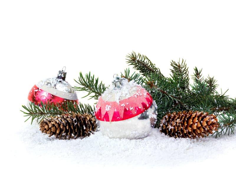 Decoração do Natal de árvores e de cones de Natal foto de stock