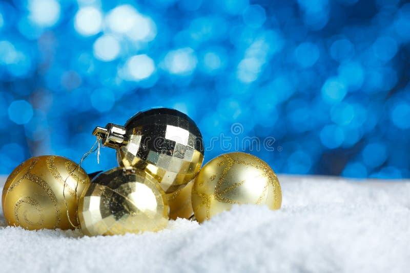 Decoração do Natal Dourado Bunch de Ornate Bauble imagens de stock