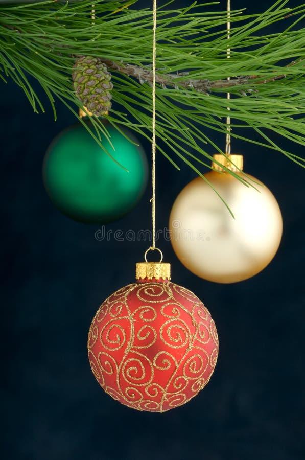 Decoração do Natal em uma árvore fotografia de stock royalty free
