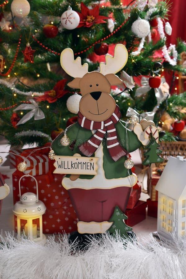 Decoração do Natal do estilo do vintage com rena de madeira imagem de stock